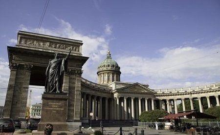 Казанский собор и памятник фельдмаршалу Кутузову