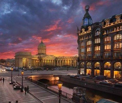 Казанский собор и Дом Книги на Невском проспекте