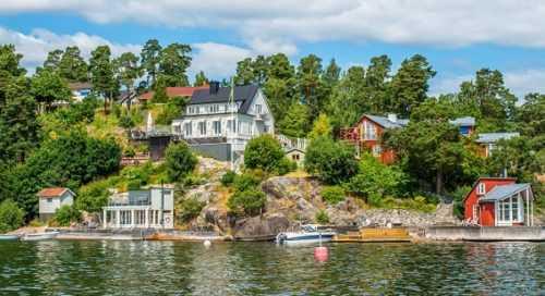 Швеция - домики на берегу реки