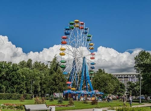 Колесо обозрения в Гагарин парке