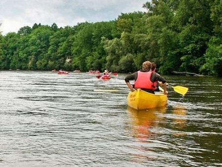 Сплавляться по рекам - это не для каждого, зато виды и места открываются, закачаешься