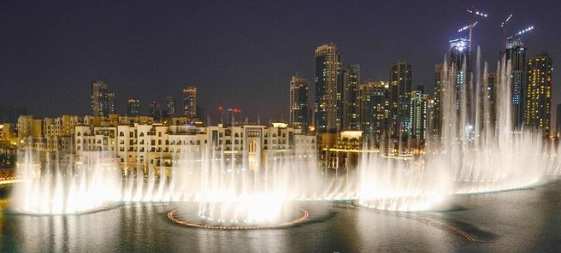 Вечерний Дубай - поющие фонтаны